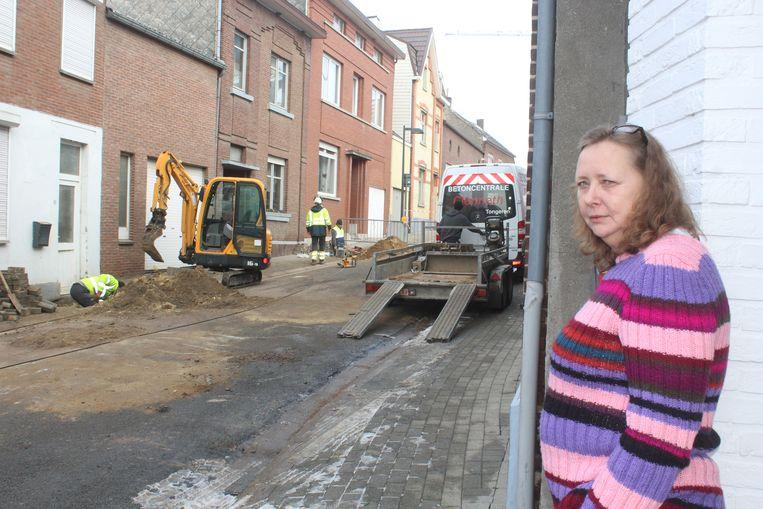 Petra Hessels kwam vrijdagochtend het onderzoek aan haar woning van dichtbij volgen
