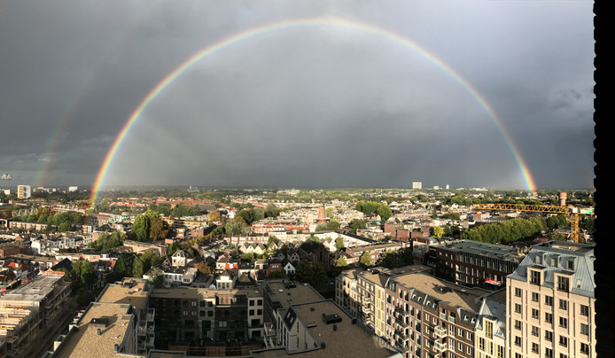 De regenboog boven Utrecht vanavond.