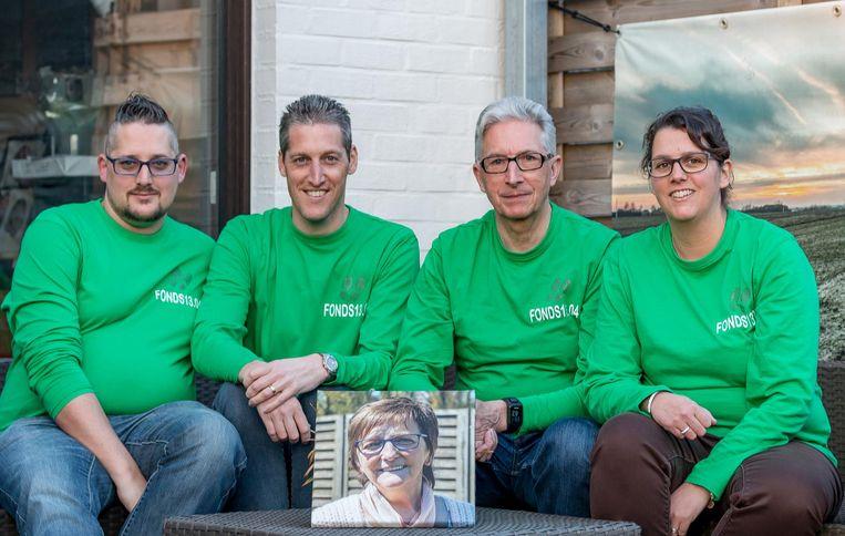 Sylvie, Stijn, Nico en Sylvain Lamont organiseren de wandeltocht ter ere van Nicole.