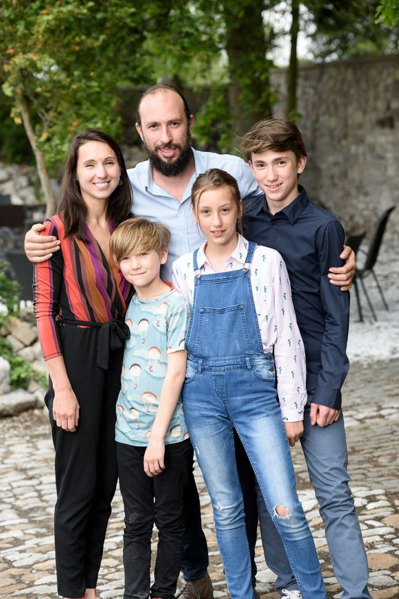 Francesco Planckaert met zijn partner Magali en hun kinderen Devon, Noa en Yukka
