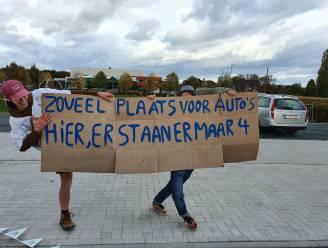 """JNM Pajottenland voert actie op nieuwe parking aan Koornmolen: """"Jammer dat beton hier won"""""""