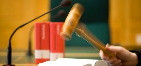 OM wil verdachte slibfraude anderhalf jaar cel in hebben