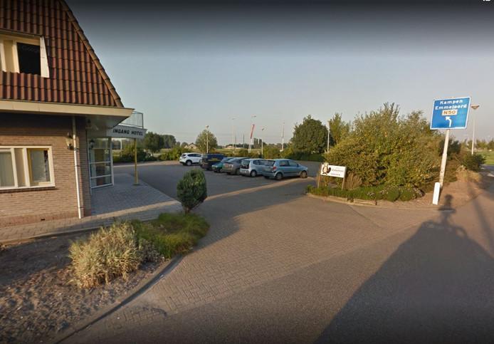 Het parkeerterrein achter hotel-restaurant Zalkerbroek waar een Duitse vrouw woensdagmorgen een kind kreeg.