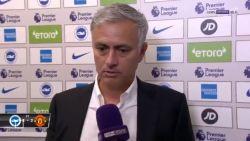 """Gepikeerde Mourinho geeft vrouwelijke journaliste veeg uit de pan: """"Je moet fantastisch zijn in je job als je praat over chemie tussen de spelers"""""""
