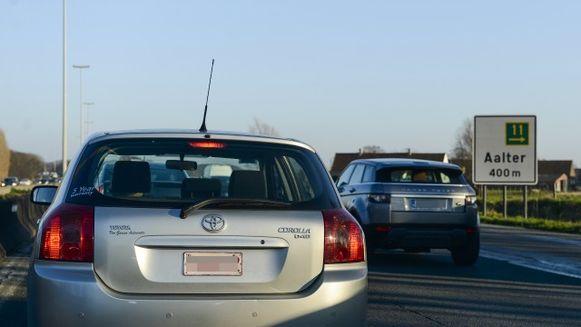 Door het warme weer was er al de hele ochtend sprake van erg druk verkeer richting kust. De file na het ongeval groeide dan ook snel aan.