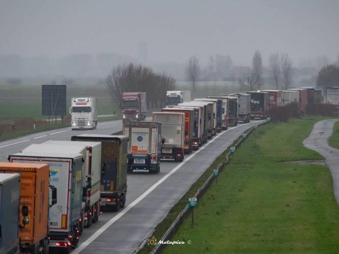 Van snelwegen afsluiten tot noodparkings op luchtmachtbasis en Kortrijk Xpo: zo wil West-Vlaanderen totale brexitchaos vermijden