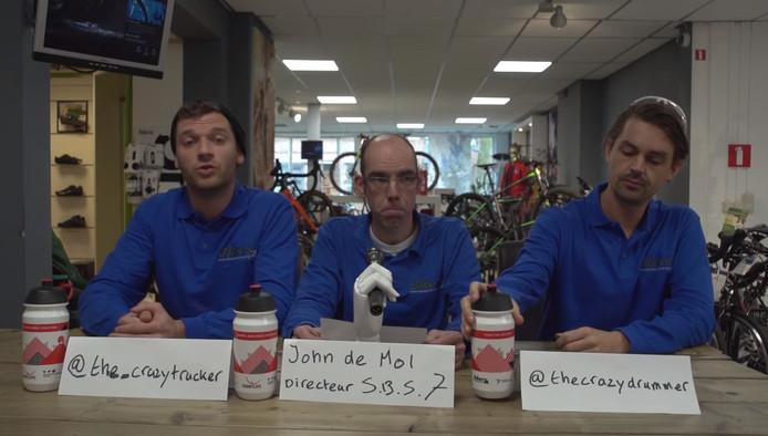 John de Mol (midden) 'geeft' een persconferentie vanwege de lancering van SBS7 B.V.
