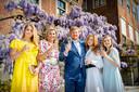 Van links naar rechts: prinses Amalia, koningin Maxima, koning Willem-Alexander, prinses Alexia en prinses Ariane.