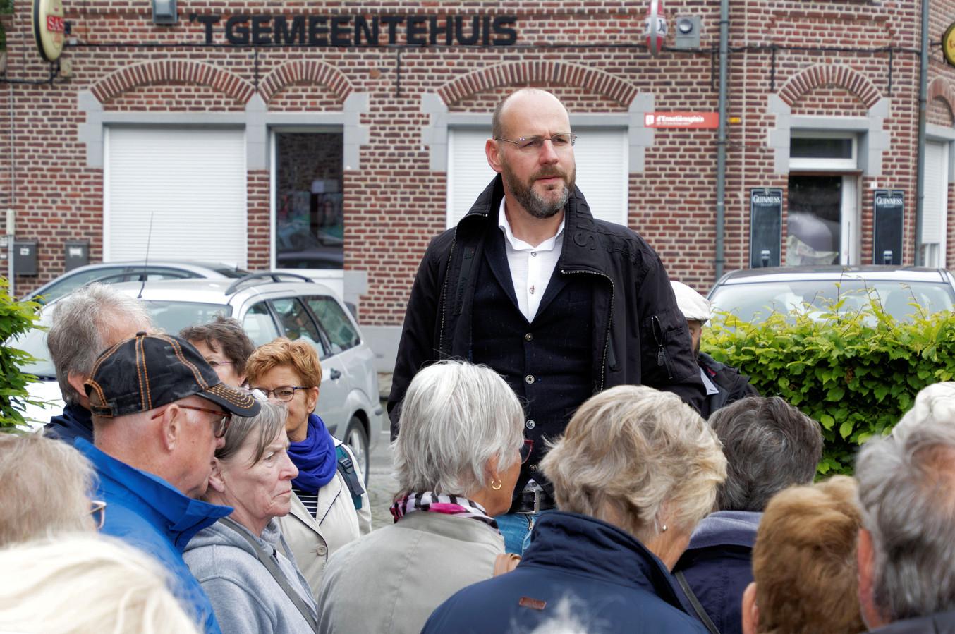 Jan Vantoortelboom op zijn lezerstoer in Elverdinge 3 - foto Carel Bruring