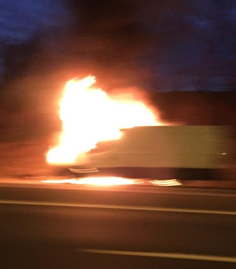 A50 even dicht door brandende bestelbus bij Renkum
