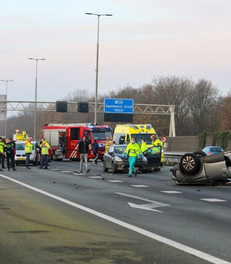 Flinke chaos door ongeluk op A1 bij Apeldoorn: snelweg weer open, maar nog steeds 5 kilometer file