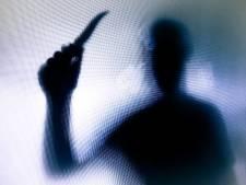 Enschedeër dreigt zijn vrouw in stukken te snijden: celstraf geëist
