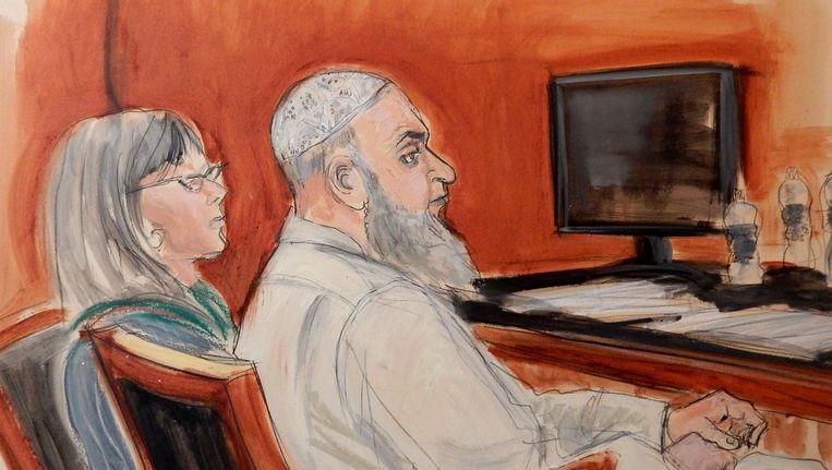 Rechtbanktekening van Khalid al-Fawwaz. Naast hem zit zijn advocate. Beeld ap