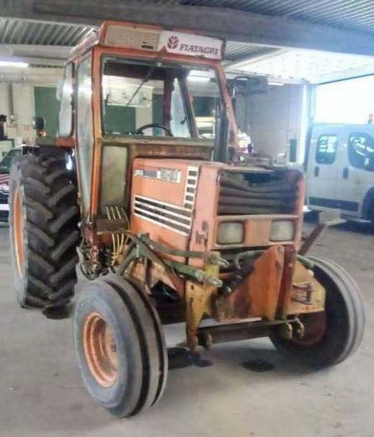 De stad Zottegem verkoopt deze tractor uit 1987.