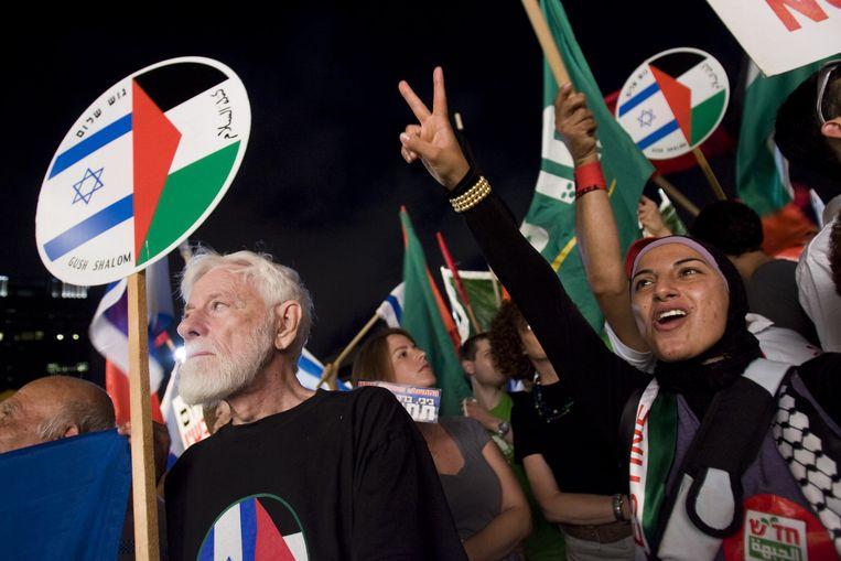 Israëli's, zowel Joden als Arabieren, protesteerden tegen de bezetting Palestijnse gebieden in 2010.  Beeld AFP