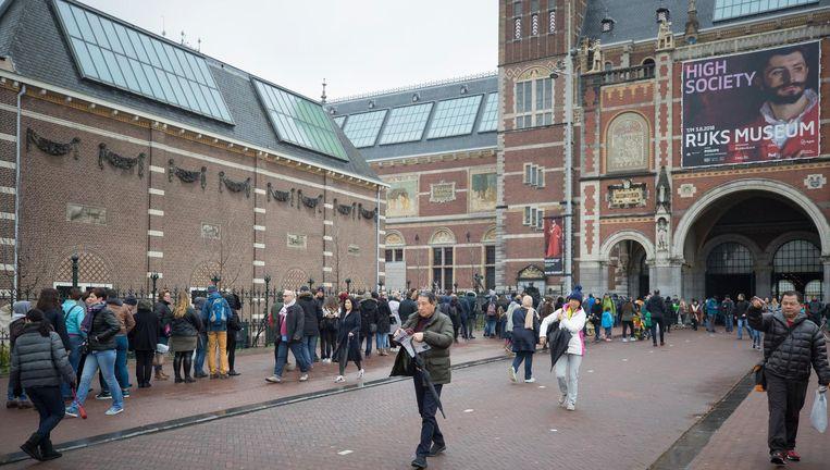 Drukte op Eerste Paasdag voor het Rijksmuseum. Beeld anp