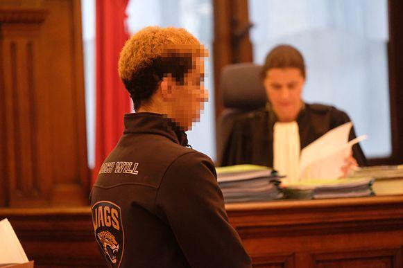 """De tweede verdachte, een jongeman uit Schaarbeek, heeft een blanco strafblad, maar riskeert drie jaar cel. """"Opzettelijke brandstichting is een zeer ernstig feit"""", verduidelijkte de procureur."""