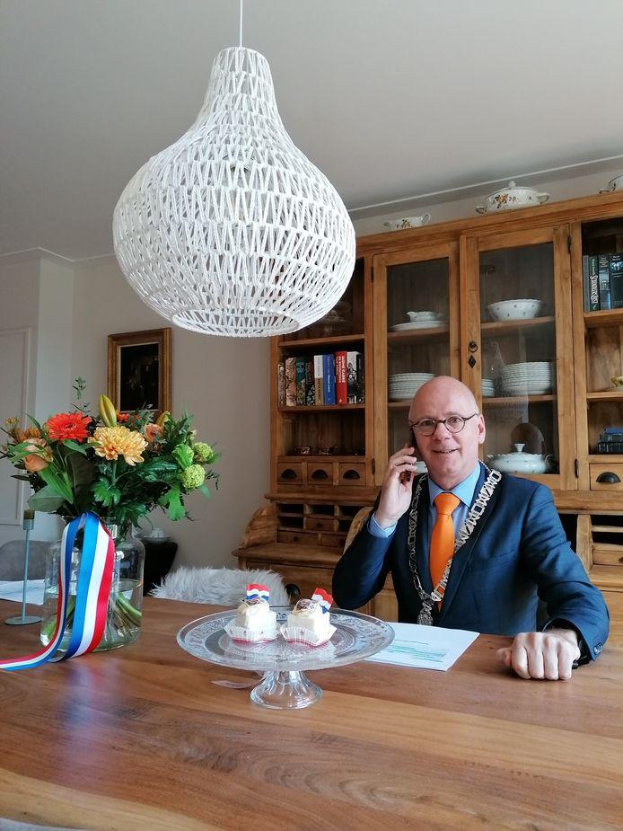 """Burgemeester Carol van Eert van Rheden. ,,Ik bel veel met mensen, maar verlang er ook naar weer meer mensen te zien."""""""
