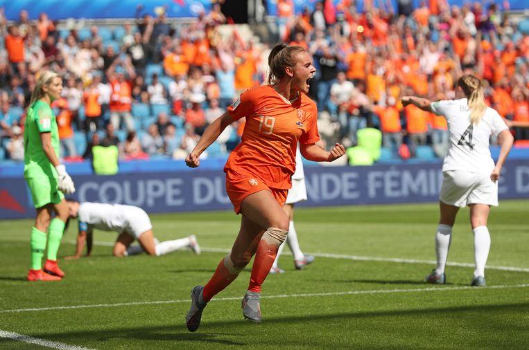 Jill Roord viert haar doelpunt in de slotfase van New Zeeland –  Nederland.  Beeld AP