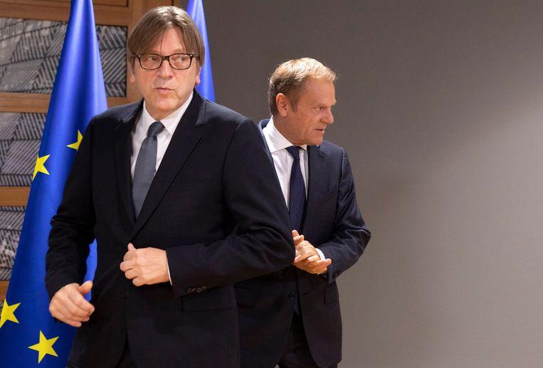 Guy Verhofstadt, die namens het Europees Parlement de brexit-onderhandelingen volgt, met Donald Tusk, de voorzitter van de Europese Raad.