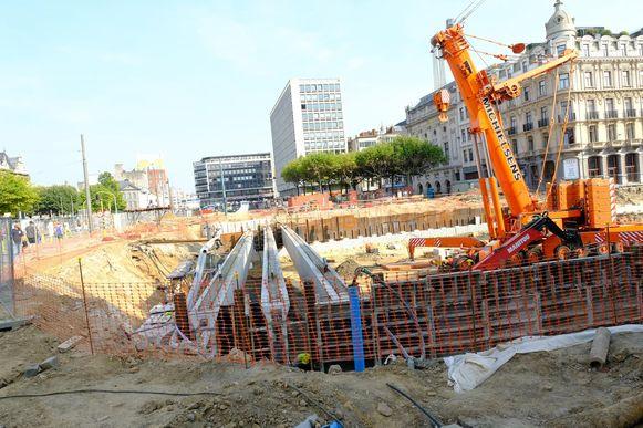 De balken voor het dak van de ondergrondse parking zijn 45 meter lang.