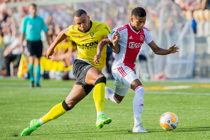 VENLO, Seacon Stadium De Koel, 18-08-2018 , season 2018 - 2019 , Dutch Eredivisie. VVV Venlo player Jay-Roy Grot (l) and Ajax player David Neres (r) during the match VVV - Ajax
