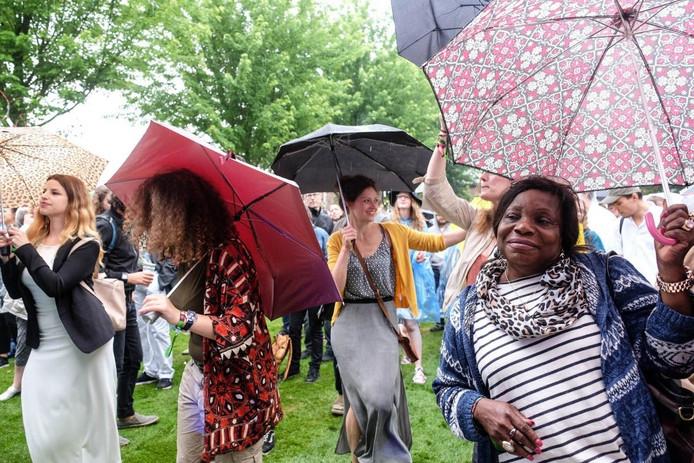 Met een paraplu in de hand dans je toch droog