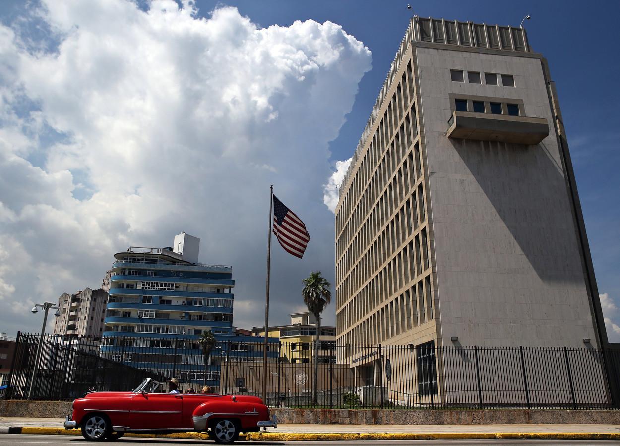 Zijaanzicht van de ambassade in de Cubaanse hoofdstad Havana.
