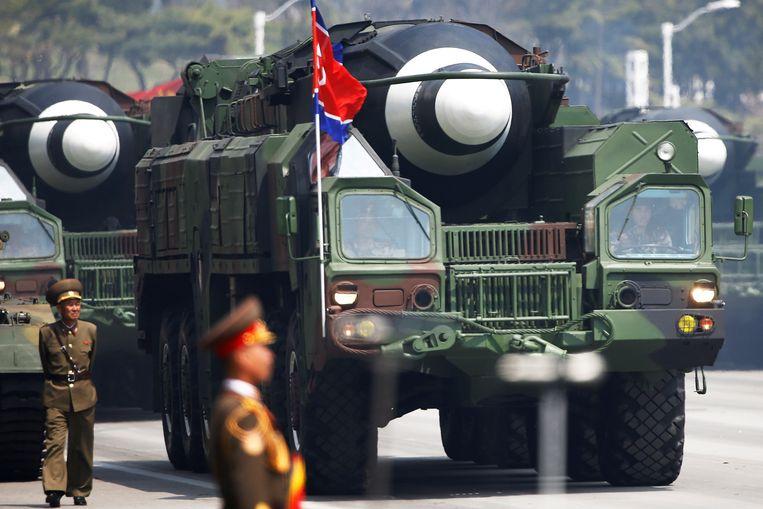 Een Noord-Koreaanse langeafstandsraket die mogelijk kan worden bewapend met een kernwapen Beeld REUTERS