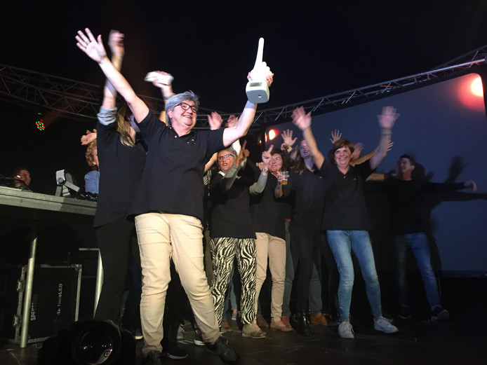 Blijdschap in Berkel-Enschot, waar team Lijst 5 onlangs de dorpsquiz won.