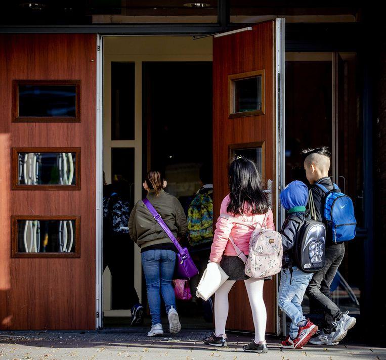 Een ruime meerderheid van de leraren staat niet achter het kabinetsbesluit om de basisscholen per 8 juni weer volledig te openen.  Beeld ANP