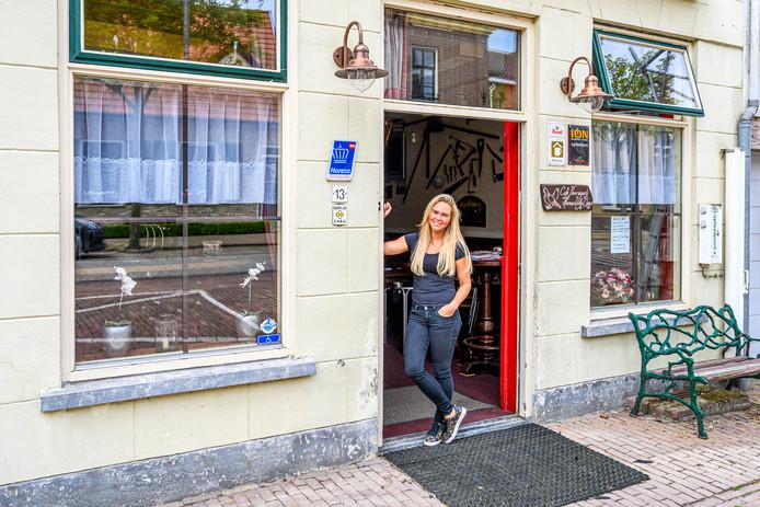 Belia Henning neemt café Voorwaarts in Nieuw-Vossemeer over.