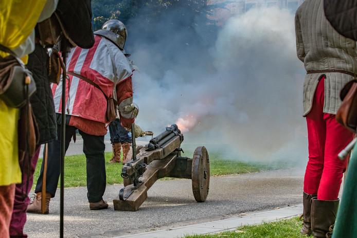 Tijdens de Hanzedagen zijn iedere middag rookpluimen te zien vanuit het stadspark bij de Cellebroederspoort. De 'Ridders van de IJssel' slaan hier hun kampement op. Onderdeel van deze verbeelding van de middeleeuwse Hanze is een veldslag die op vrijdagavond, zaterdagmiddag en zondagmiddag uitgevoerd wordt. Deze veldslag is gebaseerd op waargebeurde feiten uit 1427