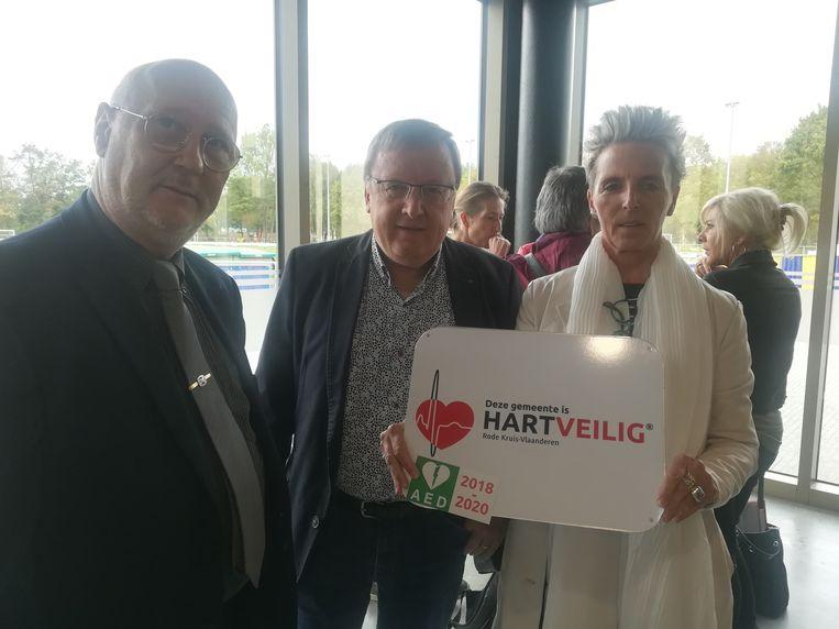 De gemeente is voortaan 'Hartveilig' dankzij de aanwezigheid van vier AED-toestellen.