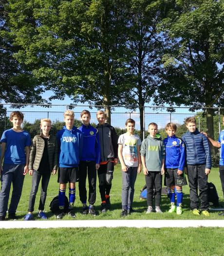 Foutje: eerste wedstrijd afgelast om geulen op veld