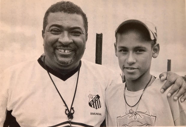 Neymar met zijn jeugdcoach Betinho.