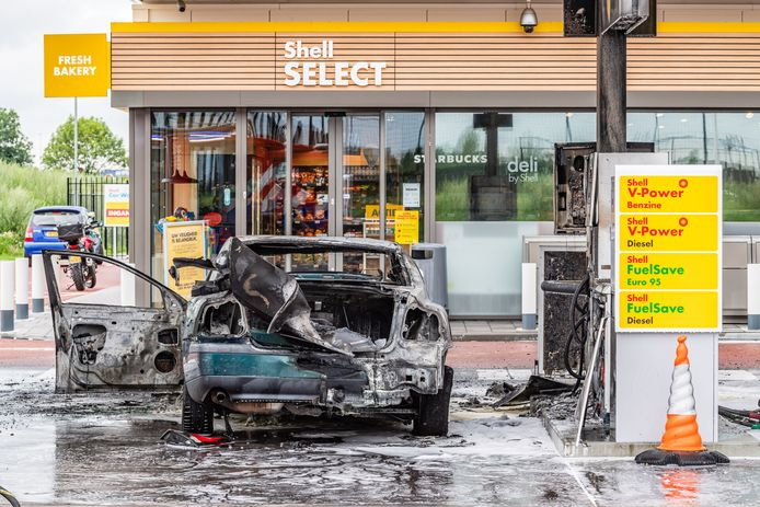 Autobrand in Tilburg.