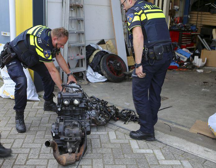 Een politie-inval in Mijdrecht
