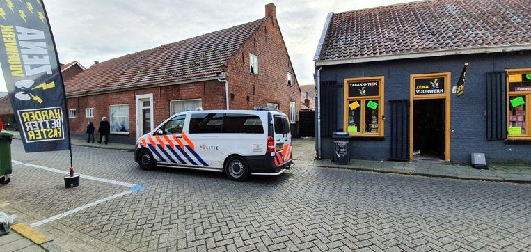 Ook de Nederlandse politie is aanwezig en voert controles uit.