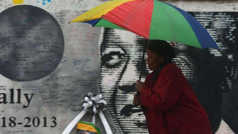 Portret van Mandela in Soweto. Beeld afp
