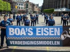 Man (18) aangehouden voor mishandeling van BOA's op strand in IJmuiden