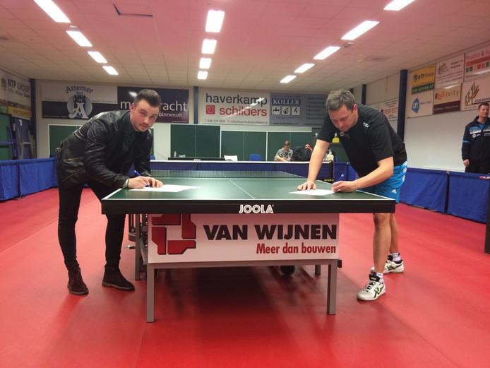 Archieffoto: Cosmin Stan (links) en Michel de Boer ondertekenden hun contract bij Smash'70 voor het seizoen 2016/2017.