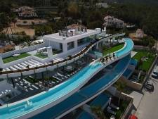 Mark uit Zutphen maakt unieke glazen zwembaden voor rijkste mensen op aarde