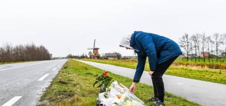 Vrienden en kennissen leggen bloemen op plek verongelukte Alphenaar (21): 'Dit is het minste wat ik kan doen'