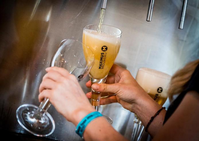 Vijf van de zeven geteste cafés in Breda hanteerden bij een steekproef niet de vereiste regels met betrekking tot minderjarige klanten.