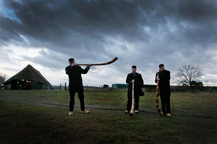 De Veluwse midwinterhoornblazers zijn op zoek naar jonge leden die de gemiddelde leeftijd van ruim 70 jaar naar beneden halen.
