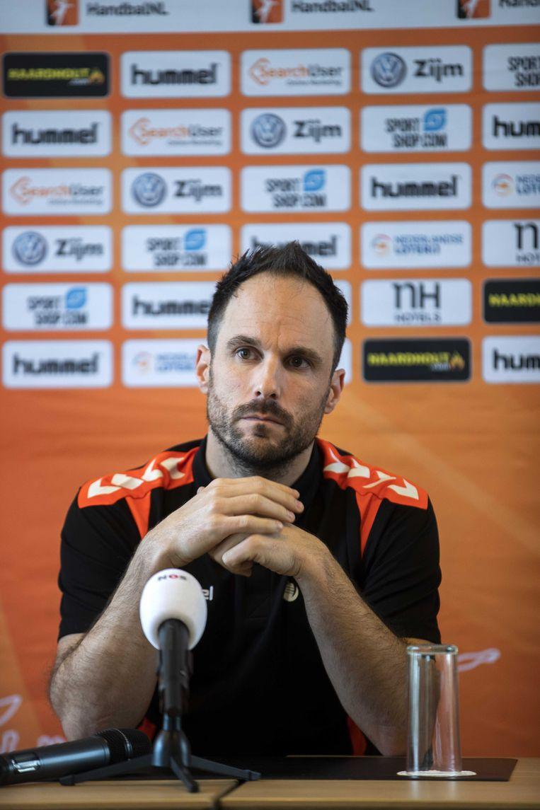 Bondscoach Emmanuel Mayonnade. Hij is de opvolger van Helle Thomsen, die eind vorig jaar verraste met de mededeling dat ze stopt als bondscoach van de Nederlandse handbalsters. Beeld ANP