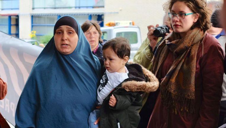 Busra Simsirel met baby Souhaib. Beeld Ton Damen