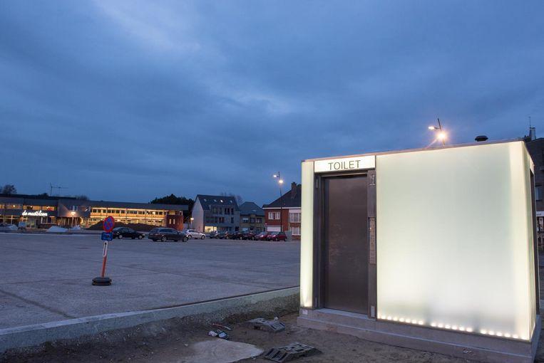 Het openbare toilet is er al, eind deze maand is ook de herinrichting van het plein een feit.