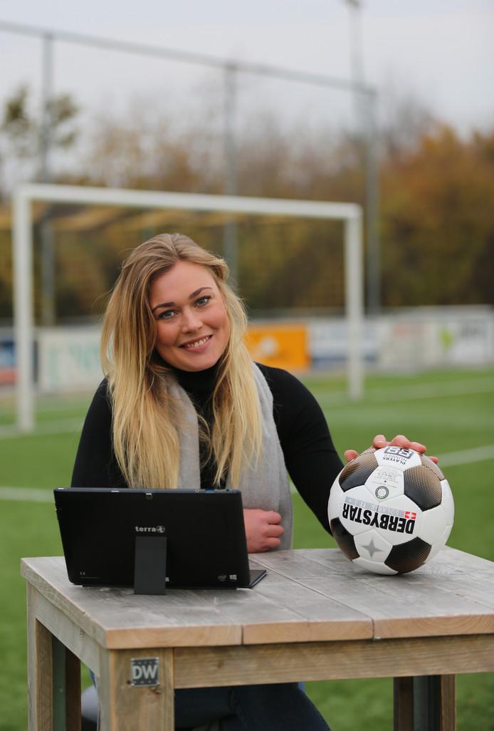 Karlijn Lakerveld, de pas 25-jarige vrijwilligster van vv Groot-Ammers:. ,,Iets doen voor de club moet normaal zijn.''